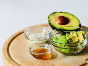 AVOCADO HAIR MASK FOR HEALTHY HAIR IN WINTER